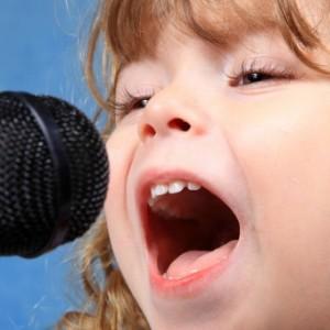 kid_sing_microphone